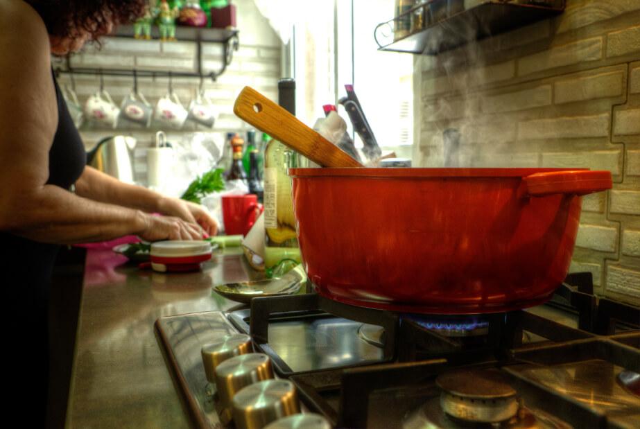יהודית מבשלת