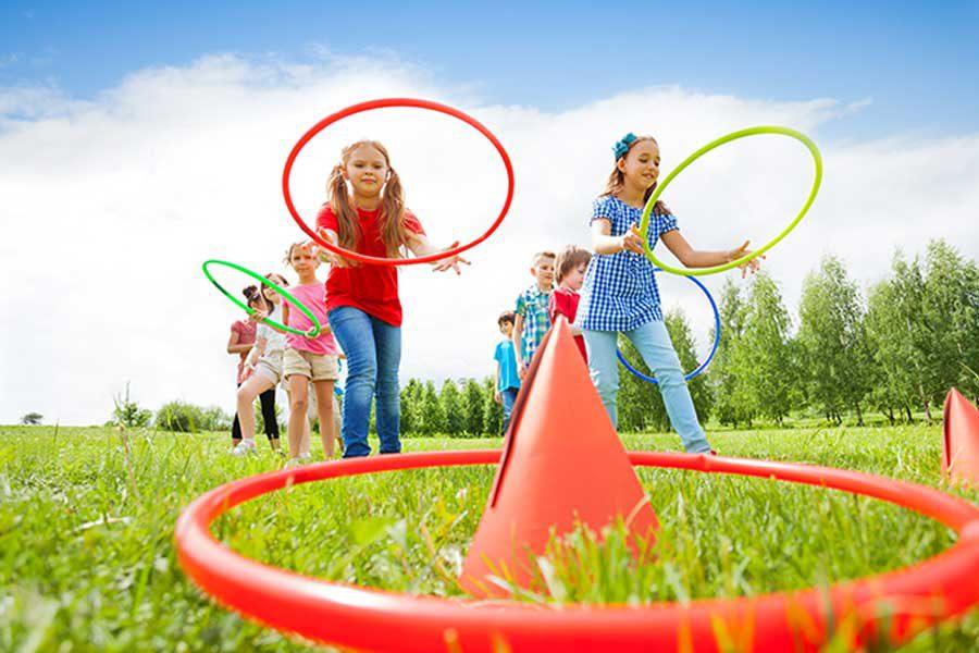 ילדות משחקות בלולאות